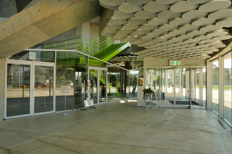 片岡直樹の建もの探訪|秋葉区文化会館ホール内観3