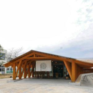 片岡直樹の建もの探訪|まちなか交流広場ステージえんがわ正面