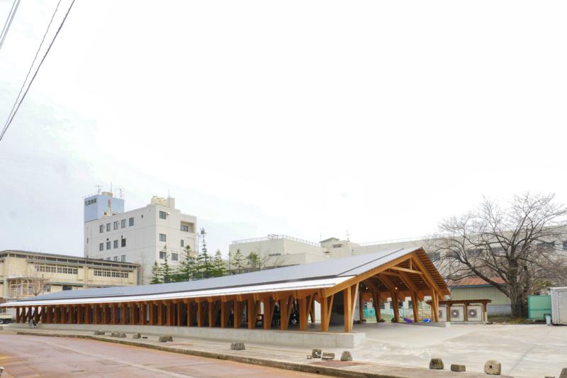 片岡直樹の建もの探訪|まちなか交流広場ステージえんがわ外観屋根