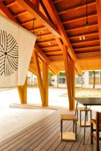 片岡直樹の建もの探訪|まちなか交流広場ステージえんがわ軒下屋外入り口