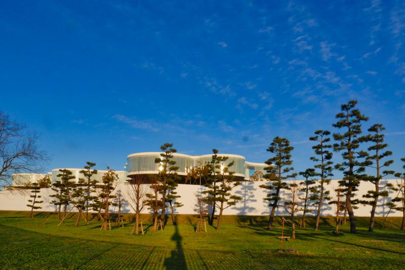 片岡直樹の建もの探訪|ナミックステクノコア幹線道路外観