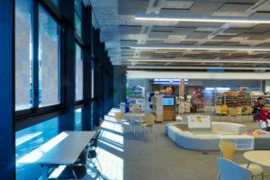 片岡直樹の建もの探訪|新発田市役所庁舎1階ロビー