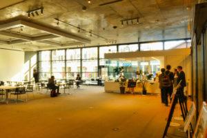 片岡直樹の建もの探訪|新発田市役所庁舎1階礼の辻ラウンジ