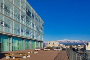 片岡直樹の建もの探訪|新発田市役所庁舎4階テラス
