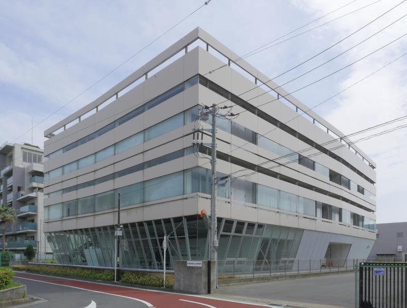 片岡直樹の建もの探訪|横須賀市健康安全科学センター裏面外壁