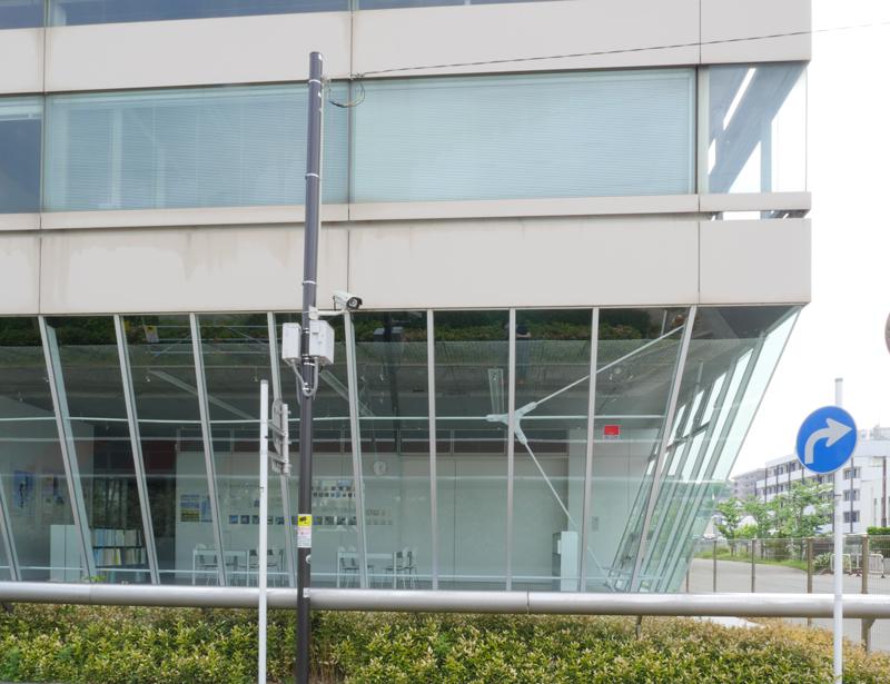 片岡直樹の建もの探訪|横須賀市健康安全科学センターガラスカーテンウォール端部