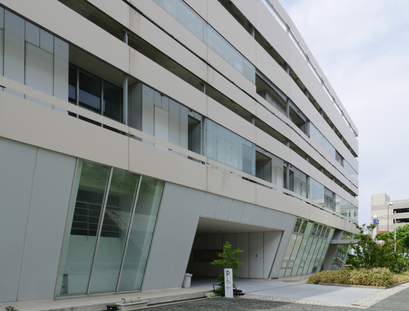 片岡直樹の建もの探訪|横須賀市健康安全科学センター外壁