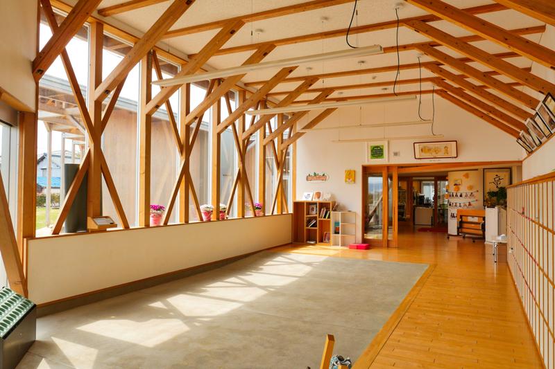 片岡直樹の建もの探訪|川通どれみ保育園風除室兼玄関内部