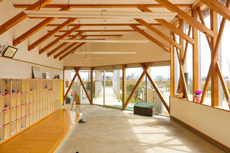 片岡直樹の建もの探訪|川通どれみ保育園風除室兼玄関見返し