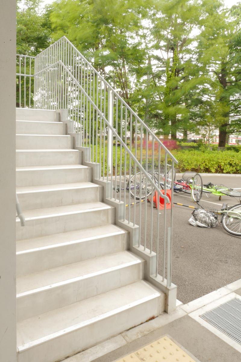 片岡直樹の建もの探訪|横浜市立大学YCUスクエア屋外階段