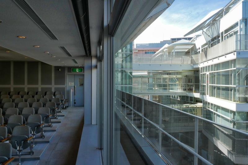 片岡直樹の建もの探訪|ユートリア(すみだ生涯学習センター)3階 B棟 視聴覚室