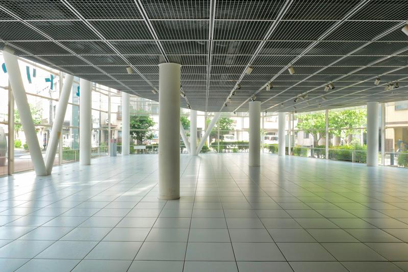 片岡直樹の建もの探訪|ユートリア(すみだ生涯学習センター)B棟1階エントランスホール