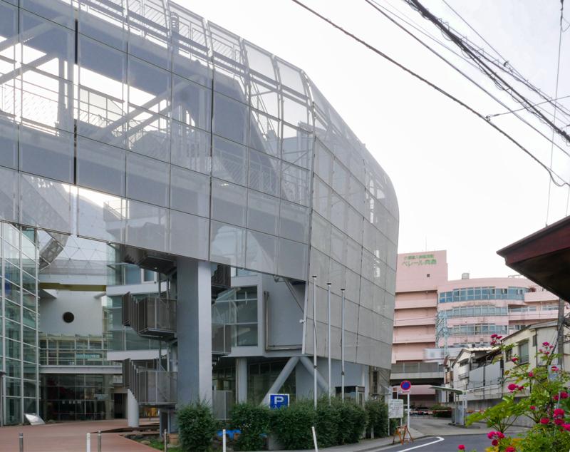 片岡直樹の建もの探訪|ユートリア(すみだ生涯学習センター)前面道路から