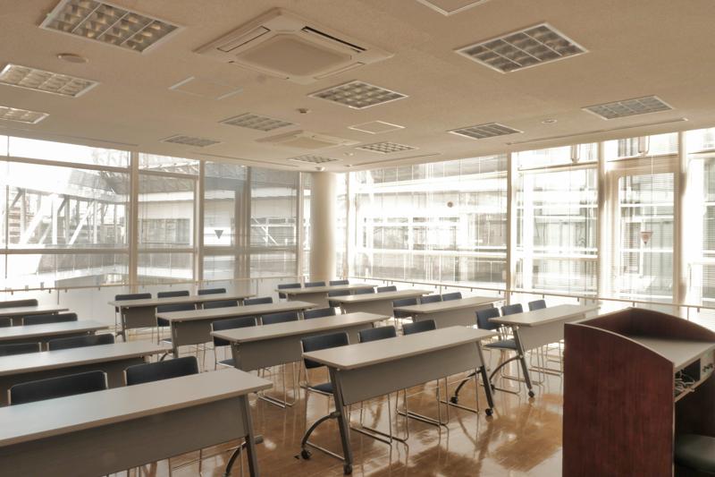 片岡直樹の建もの探訪|ユートリア(すみだ生涯学習センター)3階 視聴覚室