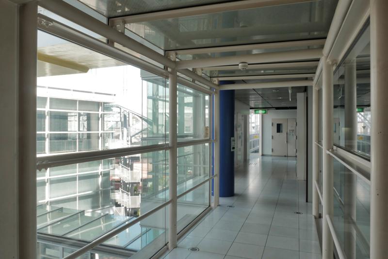 片岡直樹の建もの探訪|ユートリア(すみだ生涯学習センター)3階B棟廊下
