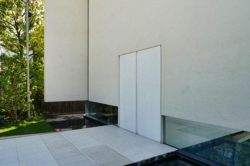 森の教会アルカーサル迎賓館 高崎|住宅/ビル/マンション設計者の建もの探訪 玄関