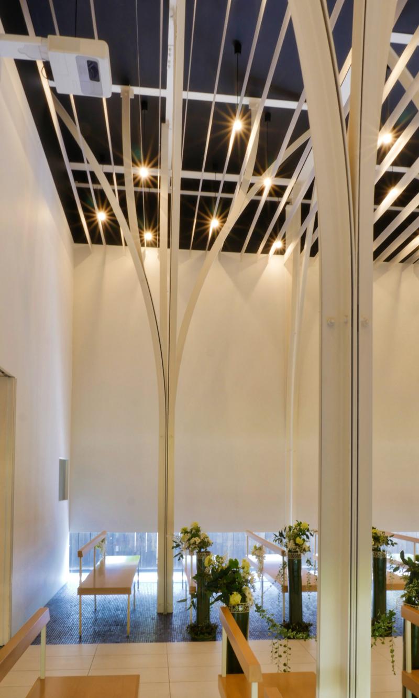 森の教会アルカーサル迎賓館 高崎|住宅/ビル/マンション設計者の建もの探訪 内観柱