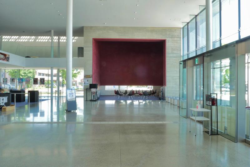 ホールからラウンジ|太田市民会館|住宅/ビル/マンション設計者の建もの探訪