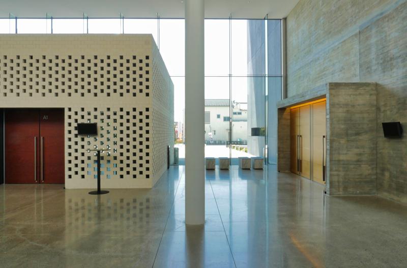 多目的室・ガラスカーテンウォール・スタジオ|太田市民会館|住宅/ビル/マンション設計者の建もの探訪