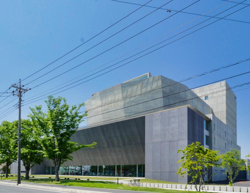 ホワイエ側外観|太田市民会館|住宅/ビル/マンション設計者の建もの探訪