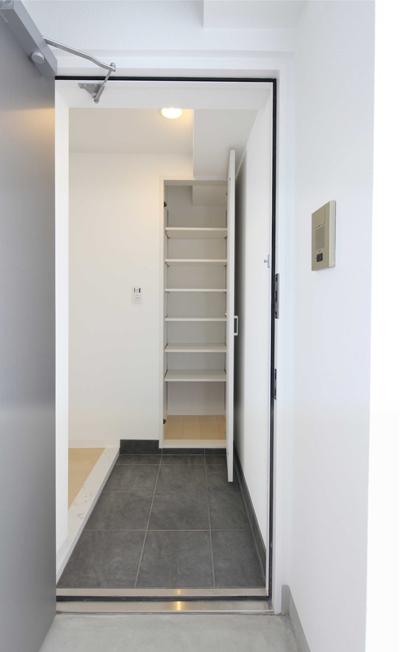 工事中に設計者が撮影した入居募集写真住戸玄関|一日でも早く満室にするための新築賃貸マンション入居者募集方法