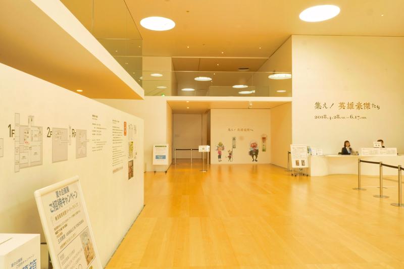 本館エントランスホール 住宅/ビル/マンションのデザイン建築設計事務所をしている片岡直樹が向学のために名建築を訪ねるシリーズです。 今回は神奈川県横須賀市にあります。横須賀美術館を見学してきました。