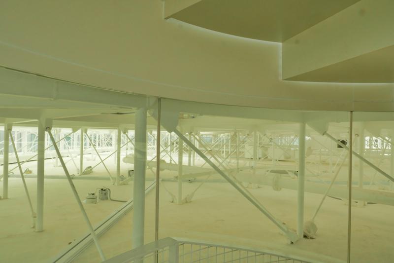 ガラス屋根と建物本体天井裏 住宅/ビル/マンションのデザイン建築設計事務所をしている片岡直樹が向学のために名建築を訪ねるシリーズです。 今回は神奈川県横須賀市にあります。横須賀美術館を見学してきました。