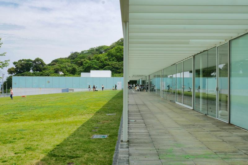 パーゴラ 住宅/ビル/マンションのデザイン建築設計事務所をしている片岡直樹が向学のために名建築を訪ねるシリーズです。 今回は神奈川県横須賀市にあります。横須賀美術館を見学してきました。