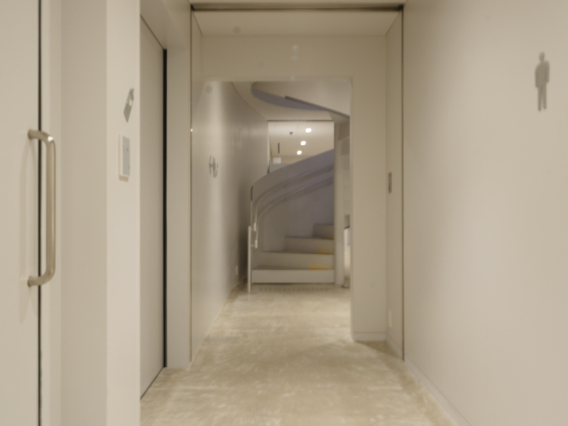 地下螺旋階段|すみだ北斎美術館|住宅/ビル/マンション設計者の建もの探訪