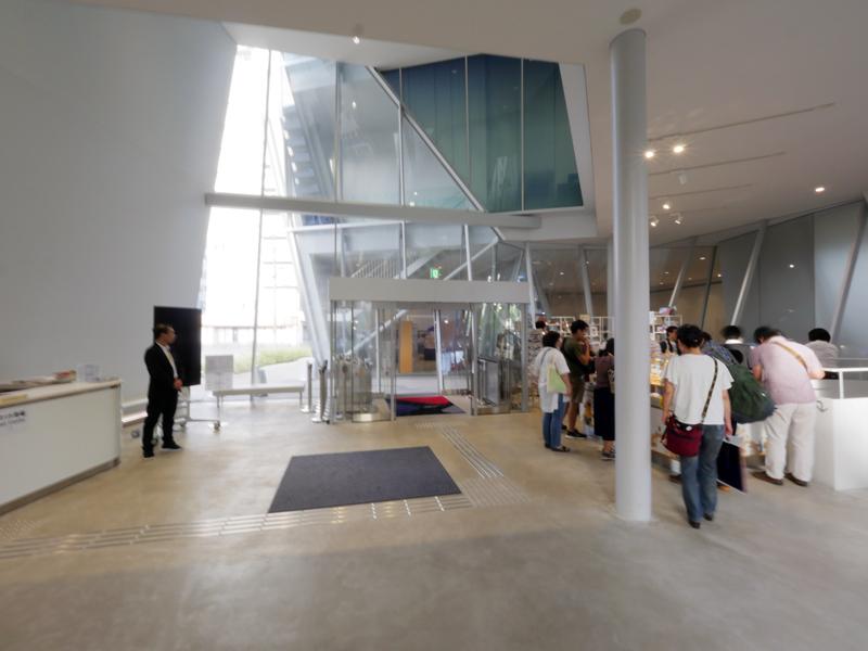 エントランスホール風除室|すみだ北斎美術館|住宅/ビル/マンション設計者の建もの探訪