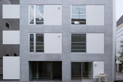 建築写真家による工事完成後の竣工写真エントランス|一日でも早く満室にするための新築賃貸マンション入居者募集方法