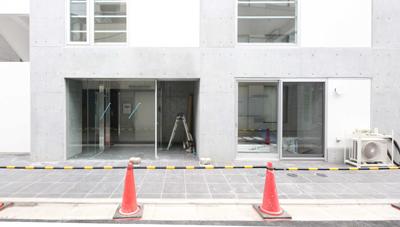 工事中に設計者が撮影した入居募集写真エントランス|一日でも早く満室にするための新築賃貸マンション入居者募集方法