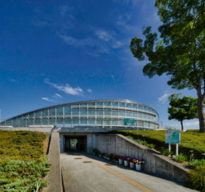 住宅/ビル/マンションのデザイン建築設計事務所をしている片岡直樹が向学のために名建築を訪ねるシリーズです。山形県寒河江市にあります内藤廣先生による設計の最上川ふるさと総合公園センターハウスを見学してきました。