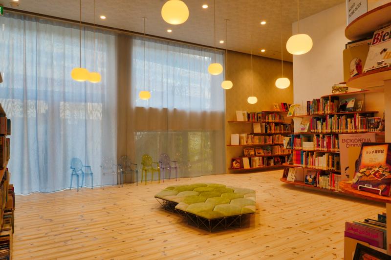 2F絵本・児童書コーナー|太田市美術館・図書館|住宅/ビル/マンション設計者の建もの探訪