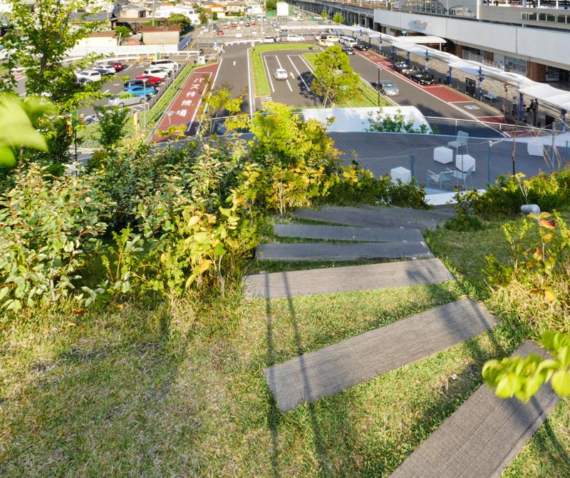 3Fテラス芝の傾斜|太田市美術館・図書館|住宅/ビル/マンション設計者の建もの探訪