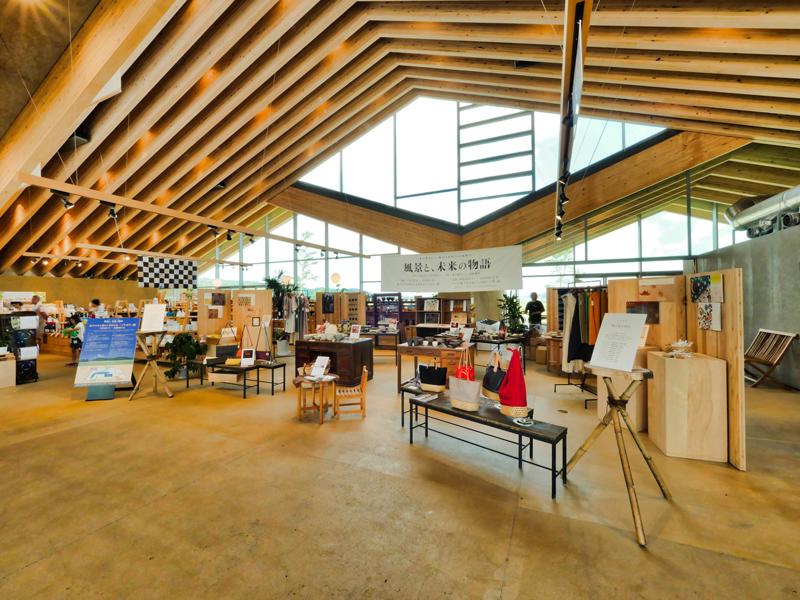 住宅/ビル/マンションのデザイン建築設計事務所をしている片岡直樹が向学のために名建築を訪ねるシリーズです。栃木県芳賀郡益子町にあります原田真宏先生原田麻魚先生による設計の道の駅ましこを見学してきました。職員の方の許可を頂き外観と内部撮影をさせて頂きました。新建築 2016年11月号に発表された作品です。2017年度JIA日本建築大賞を受賞されています。
