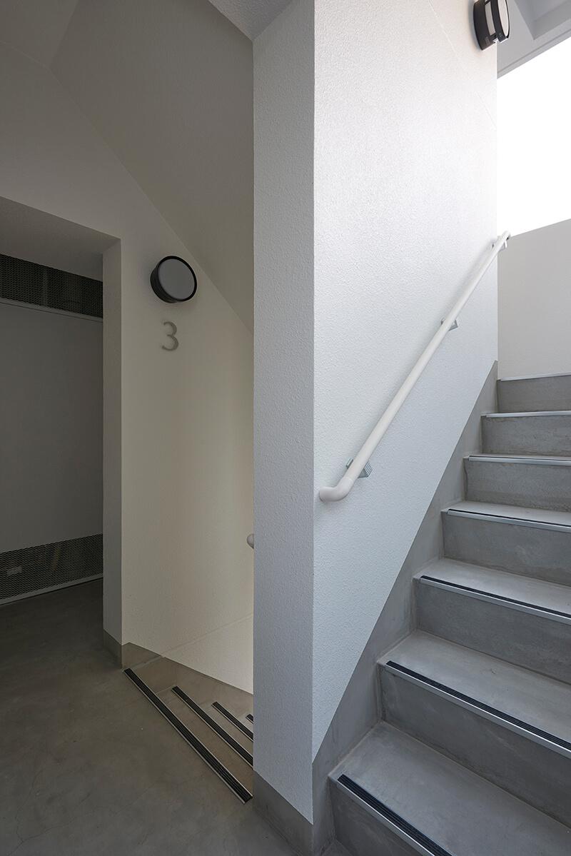 屋外避難階段 賃貸併用住宅 自宅兼賃貸マンション建替え事例 デザイナーズマンション