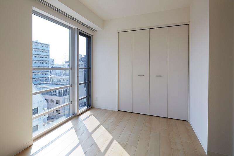 バルコニーの無い窓辺 賃貸併用住宅 自宅兼賃貸マンション建替え事例 デザイナーズマンション