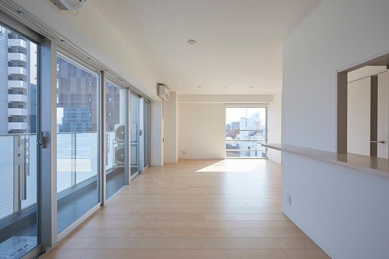2つの窓辺が楽しめるリビング 賃貸併用住宅 自宅兼賃貸マンション建替え事例 デザイナーズマンション