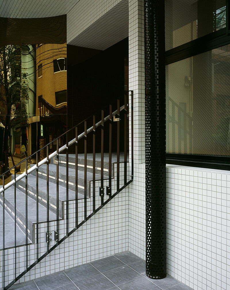 エントランス階段手摺ディテール デザイナーズマンション