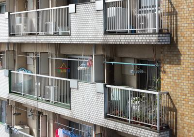 バルコニー側外壁 before デザインリノベーション|賃貸マンション外壁大規模修繕|リフォーム空室改善事例