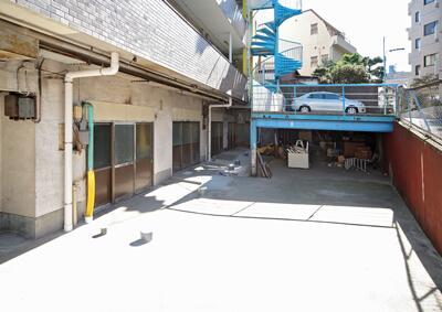 駐車場改修前 before デザインリノベーション|賃貸マンション外壁大規模修繕|リフォーム空室改善事例