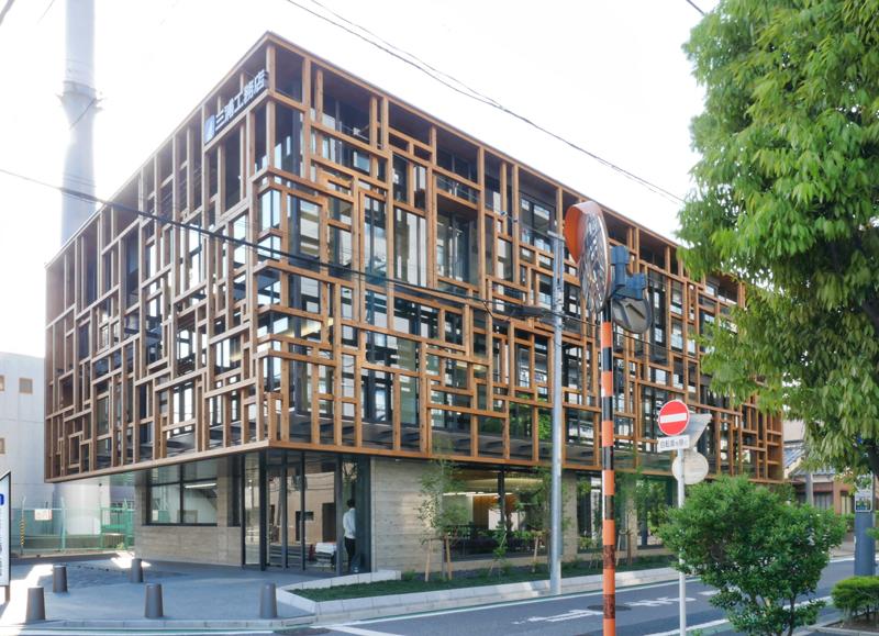 片岡直樹の建もの探訪|三浦工務店本社ビル外観