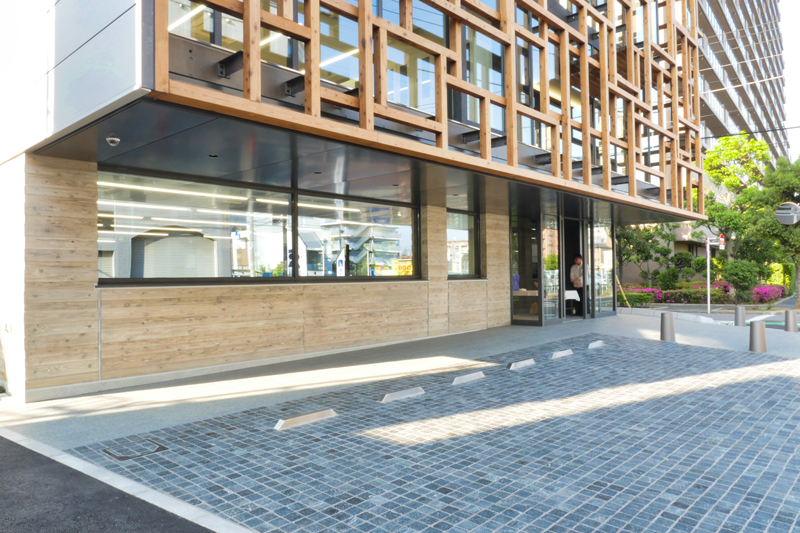 片岡直樹の建もの探訪|三浦工務店本社ビルエントランスオーバーハング