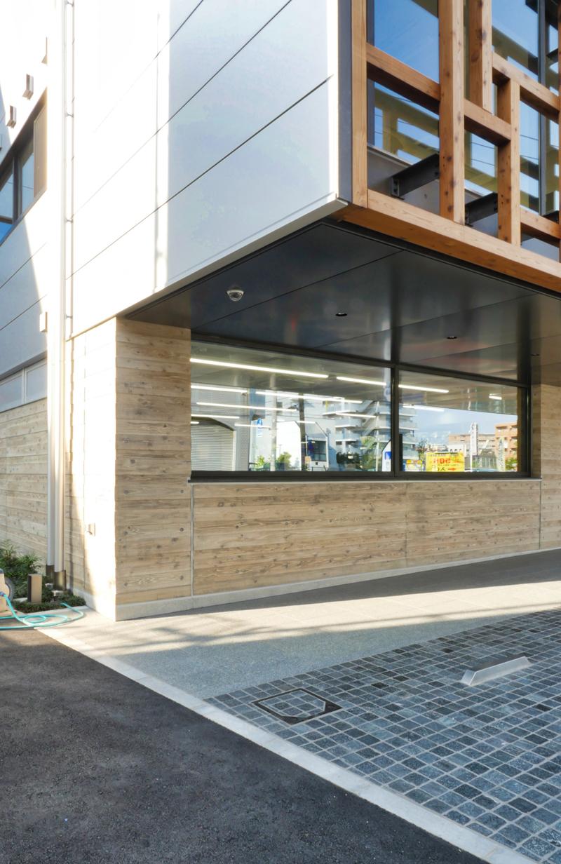 片岡直樹の建もの探訪|三浦工務店本社ビルエントランス端部ディテール