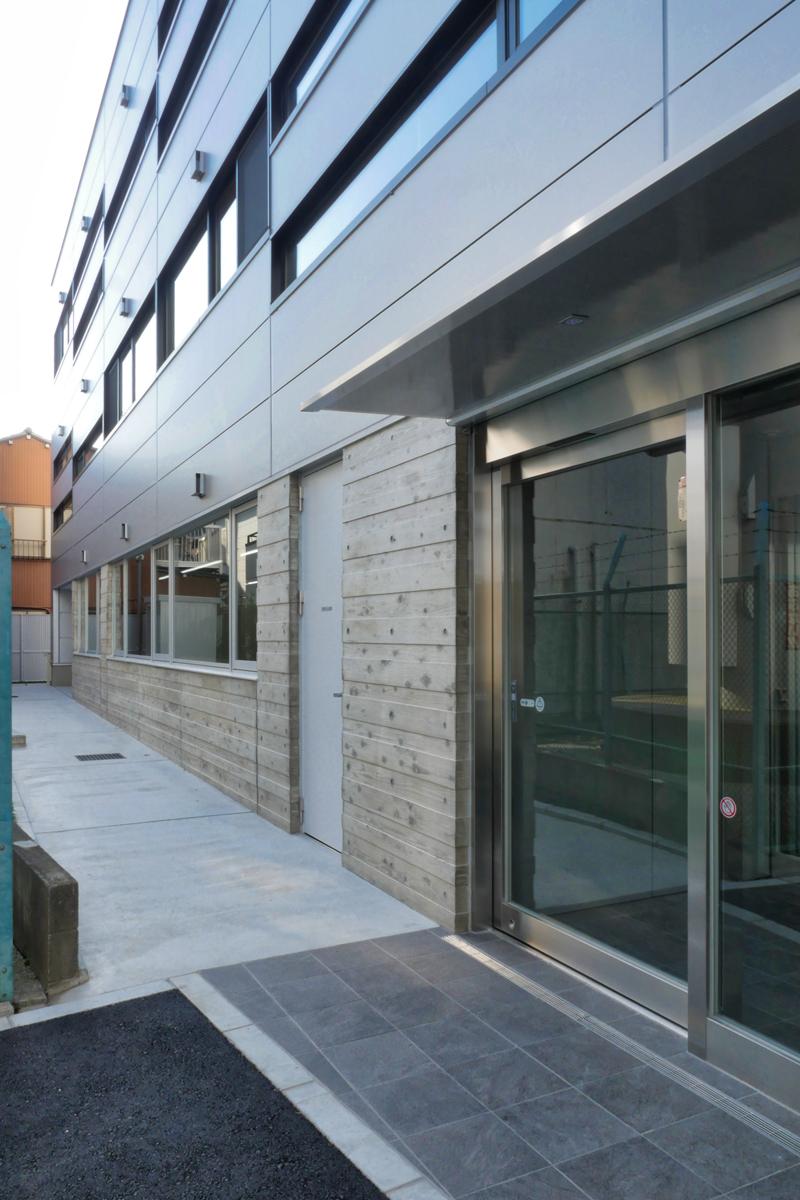 片岡直樹の建もの探訪|三浦工務店本社ビルイソバンド外壁部