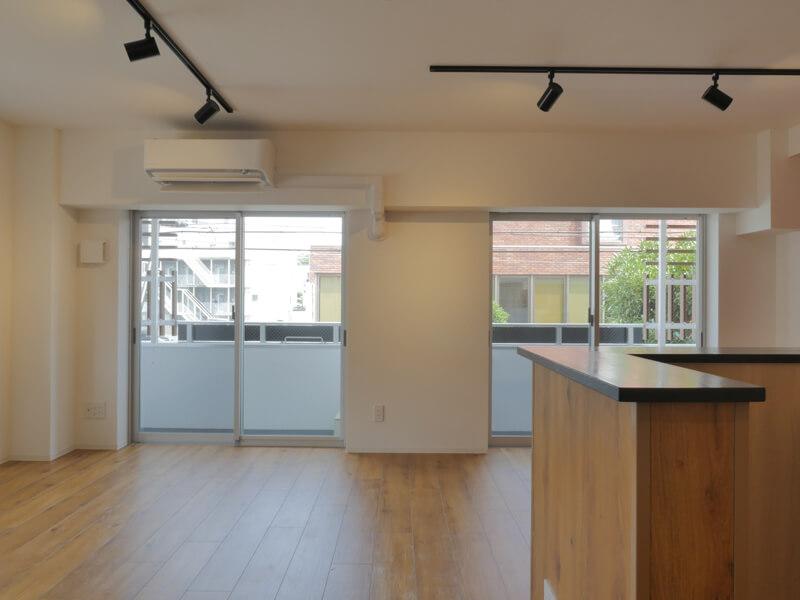 デザイナーズ|賃貸マンション|203号室リビングダイニングの眺め