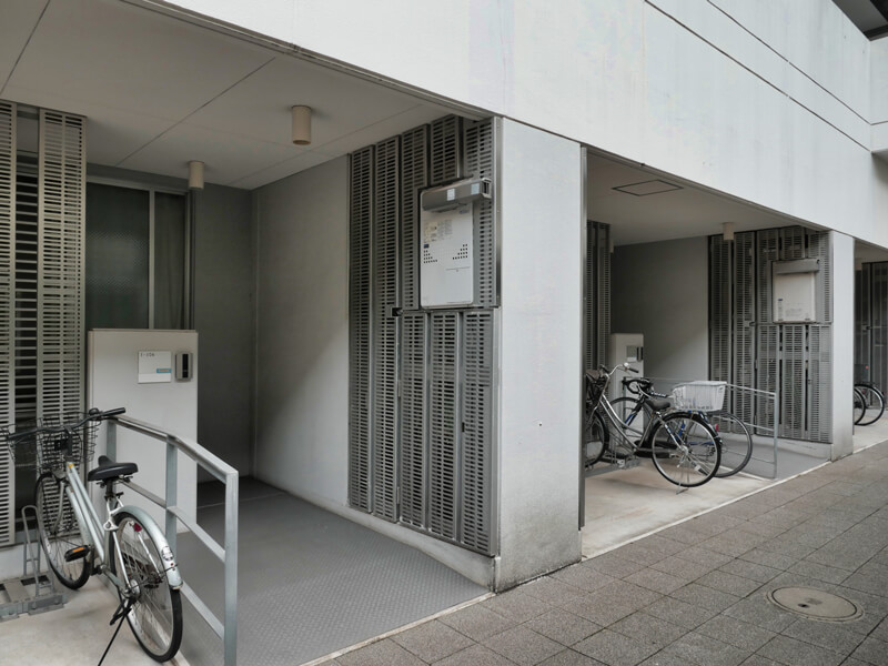 ヌーベル赤羽台1号棟 1階 玄関 給湯器袖壁