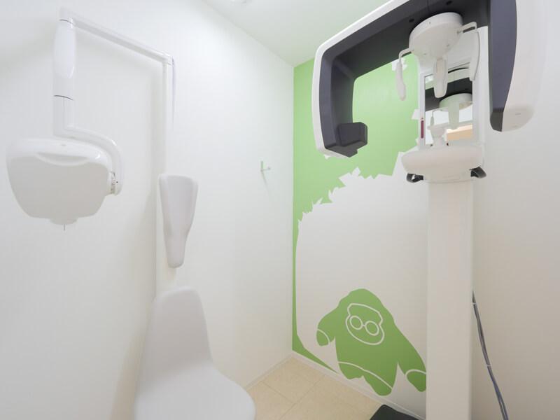クリニックデザイン 歯科医院診察室デザイン レントゲン室 グラフィックデザイン壁